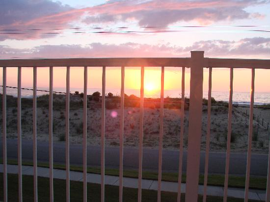 Sandbridge Dunes: Sunrise from the deck off our master bedroom...great to wake up to every morning!