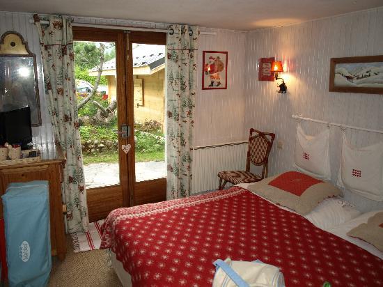 chambre beige - Picture of Chalet De Pascaline, Les Houches ...