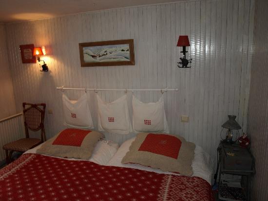 chambre beige - Photo de Chalet De Pascaline, Les Houches - TripAdvisor