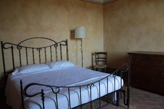 Residenza Il Poggiolo: charming bed
