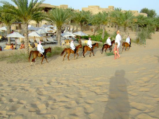 Bab Al Shams Desert Resort & Spa: Horse ride.