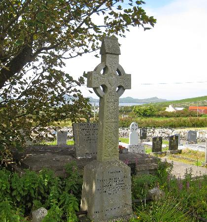 Dingle Tours: Learned a lot about Celtic crosses this day.