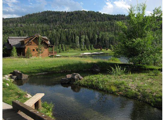 Teton Springs Lodge and Spa: Adjacent to lodge at Teton Springs