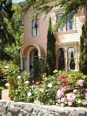 Camellia Inn: Go!  Soon!