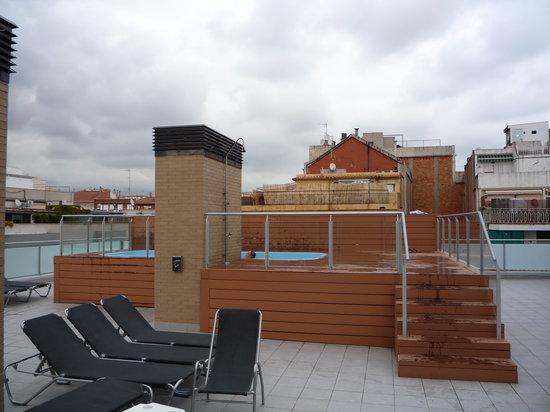 Toit terrasse avec la micro piscine photo de 08028 for Appart hotel 08028