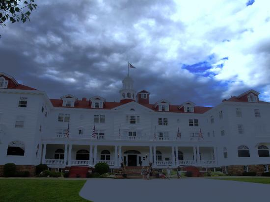 Stanley Hotel: Brooding on it's hill