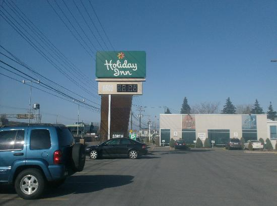 Holiday Inn Montreal Airport: hotel sign