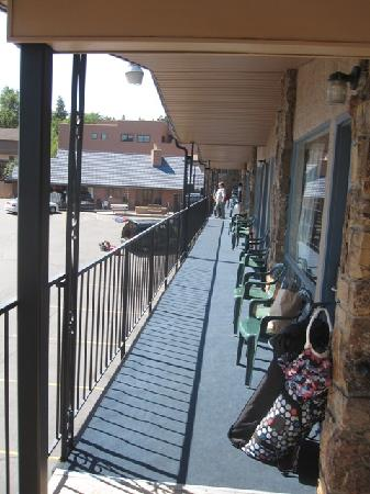 Silver Saddle Motel: our balcony/walkway