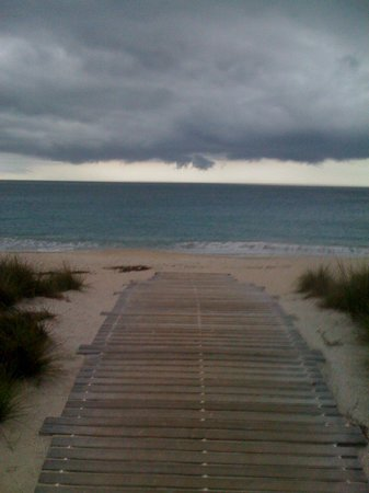 Costa d'Este Beach Resort & Spa : Private walkway to Beach