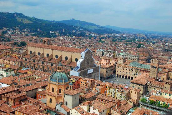 Art Hotel Novecento: Piazza Maggiore - one block away