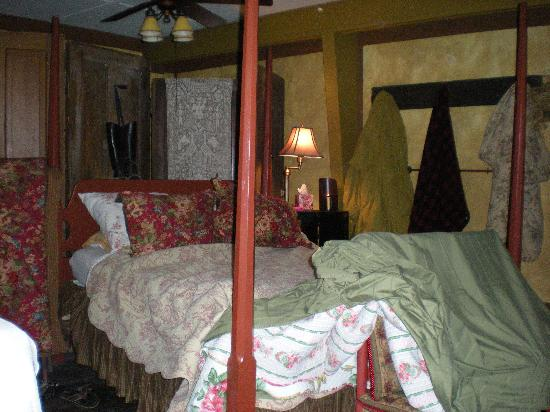 CAdy Carriage House B&B: Comfortable bed after a night's sleep!
