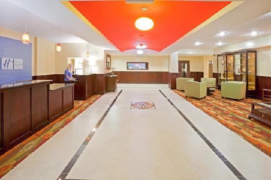 Holiday Inn Express Hotel & Suites Lubbock West : Lobby