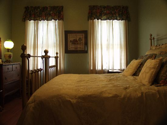 The Doctor's House Bed and Breakfast: My awesome room!