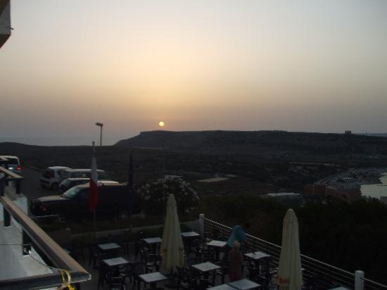 Panorama Hotel : Sunset over the hills