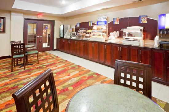 Holiday Inn Express Hotel & Suites Lubbock West: Breakfast Area