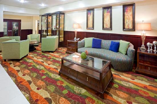Holiday Inn Express Hotel & Suites Lubbock West: Lobby
