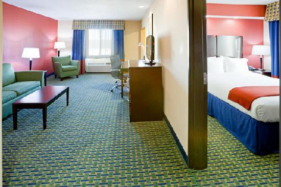 Holiday Inn Express Hotel & Suites Lubbock West : Two Room Suite