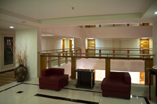 Ramada Jaipur : Fourth floor outside elevators