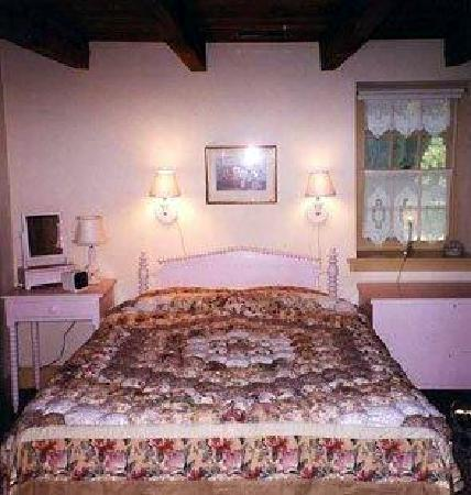1732 Folke Stone Bed and Breakfast: The Jenny Lind room with its queen spool bed and puffy comforter creates a romantic get away.
