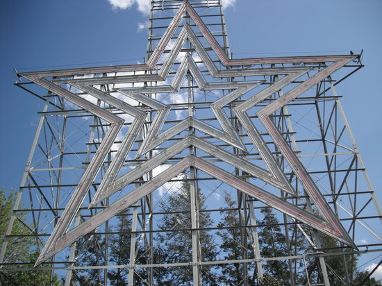 Mill Mountain Star and Park