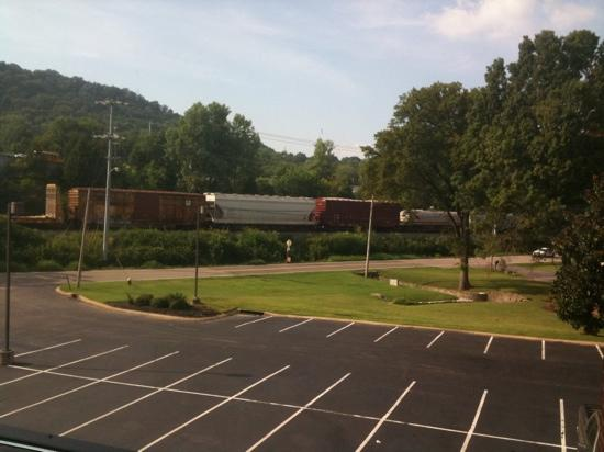 Holiday Inn Express Hotel & Suites Brentwood North-Nashville Area: This is a great trainwatching hotel along a busy CSX line.