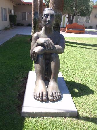 Statues at Inndulge