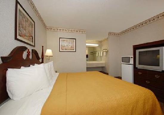 Quality Inn & Suites Southlake : bedroom