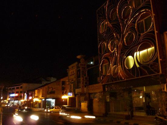 Batik Boutique Hotel: Batik by night