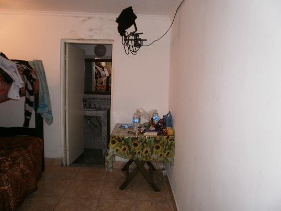 Hostel Sweet Hostel: La confortable habitación sin televisor  !!!