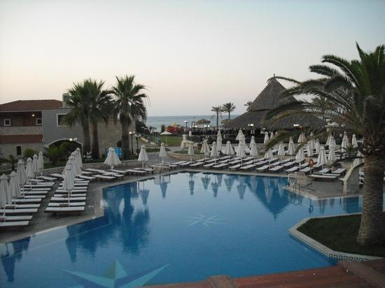 Gerani, Greece: view from main restaurant at dinner (apprx 8pm) across main pool, pool bar, mini golf course and