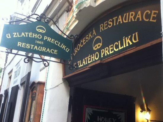 Restaurace U Zlateho Precliku : Sign from outside