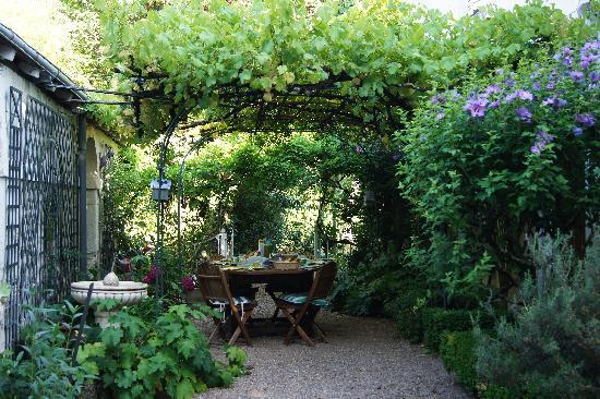 Le Belvedere Bed and Breakfast : Breakfast Garden, Le Belvedere
