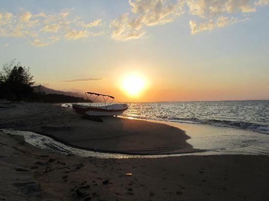 Tranquility Bay Beach Retreat: Sunset