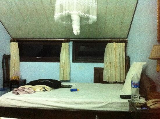 Dai Long Hotel: our room - it looks better in real life than the photo