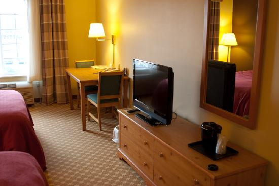 Country Inn & Suites By Carlson, Albert Lea: Room, TV
