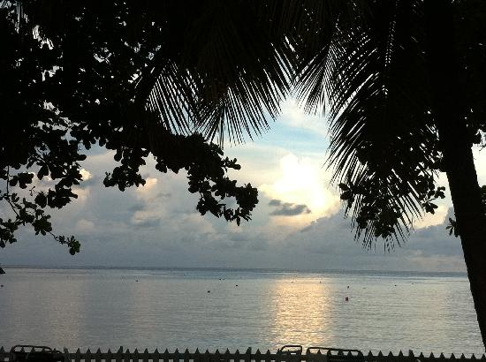 Sunset Shores Beach Hotel: Calm morning waters and view from pool