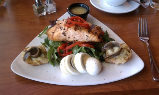 Tracy, CA: The chef graciously honored my request for Salmon (vice Tuna) Nicoise.