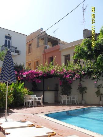 Fortezza Hotel: Innenhof mit Pool
