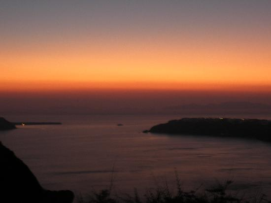 Anita's Villa: Sunset from Skaros Rock