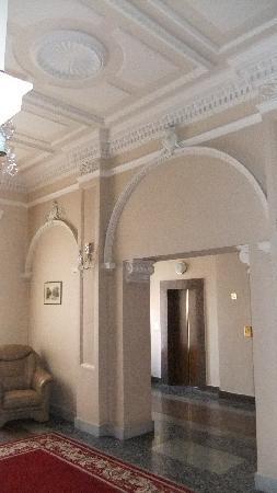 Grand Hotel: elevator lobby