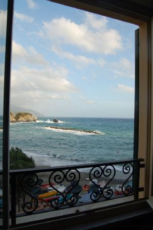 Hotel Pasquale : Crashing waves lulled us to sleep each night!