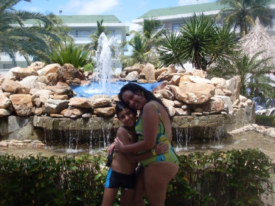 Isla Caribe Beach Hotel: Fuente de la Piscina