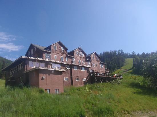 Whitefish Mountain Resort Lodging: heallroaring saloon