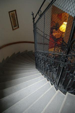 Hotel Schweizerhof: Lovely Stairs