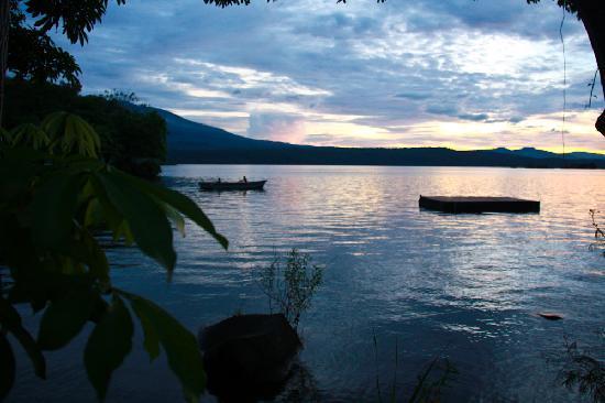 Jicaro Island Ecolodge Granada: Sunset from the Ecolodge