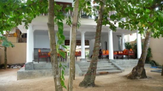 Kingfisher Hotel: lobby entrance