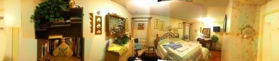 Downtown Log Cabin Hideaway Bed and Breakfast - Fairbanks, Alaska: one of the lovely rooms