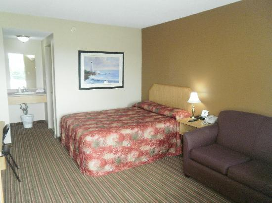 Bayview Inn: guest room with 1 queen bed