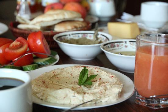 Khouriya Family Guesthouse: Yummy Breakfast Palestinian Style