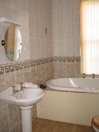 The Esplanade: Bath room